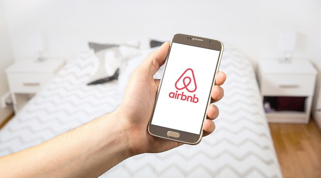 Carousel_airbnb__bed__telefoon__matras