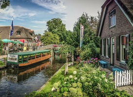 Normal_giethoorn